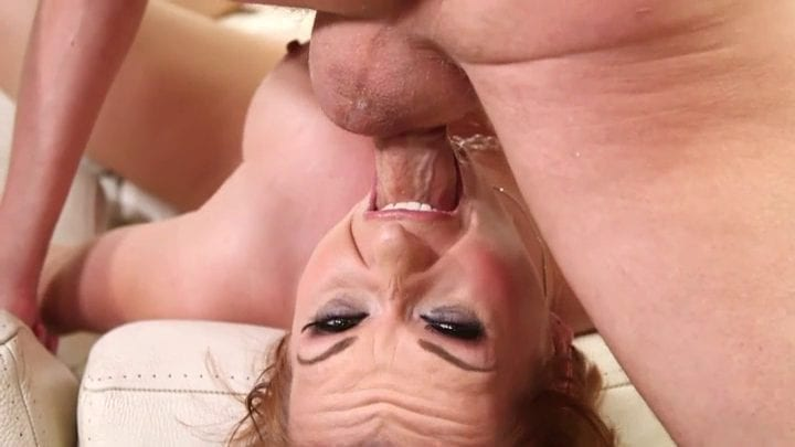 כוכבת פורנו מילפית בסצינת גרון עמוק מקצועית - סרטי סקס