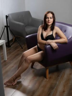 אנגילינה-בחורה רוסייה סקסית בחיפה - נערות ליווי בצפון